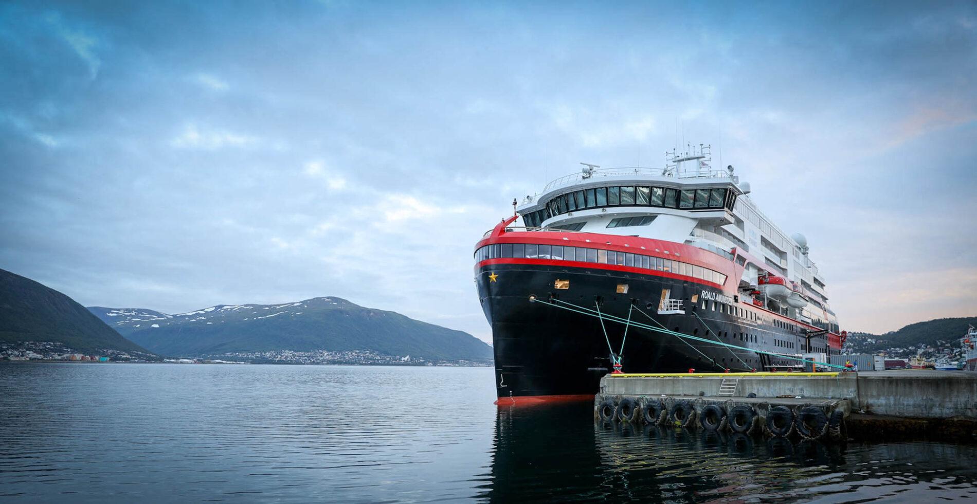 Hurtigruten til kai i Tromsø